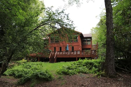6 Bdrm River Front/Hot tub/Pool/Wif - Mount Pocono