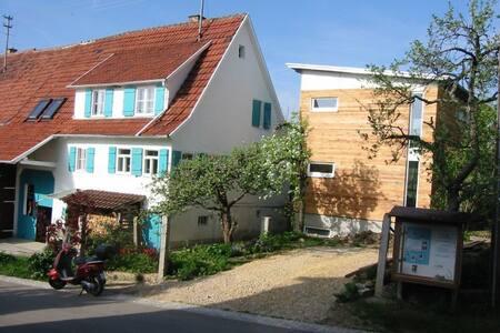 Privatzimmer im OG des Anbaus - Bodelshausen - Σπίτι