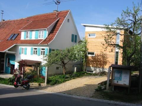 Privékamer op de bovenste verdieping van de uitbreiding in Bodelshausen