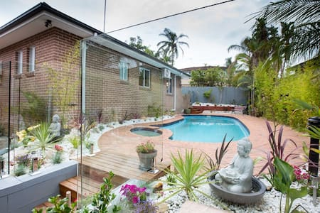 2 Bedroom Sunny Garden Flat with access to pool. - North Balgowlah - Hus
