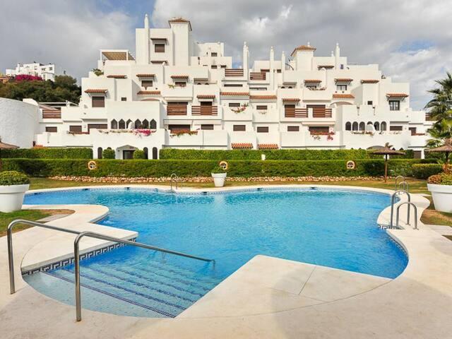 Apartamento 2 dormitorios 2 baños Selwo, Estepona