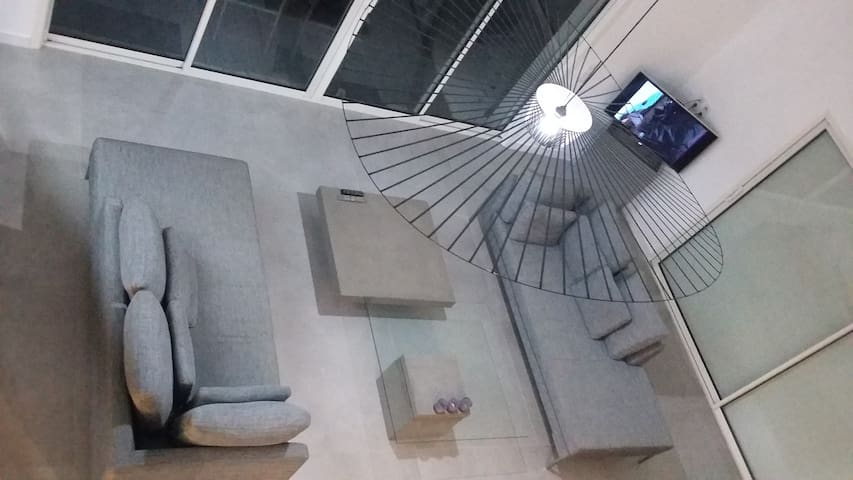 Chambre dans villa design au milieu des oliviers