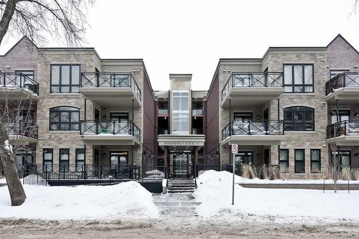 Luxury 5 * Condo whyte ave, univ. heated parking