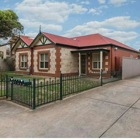 Cosy 2BR with parking close to city - Adelaide, South Australia, AU Forestville  - Casa