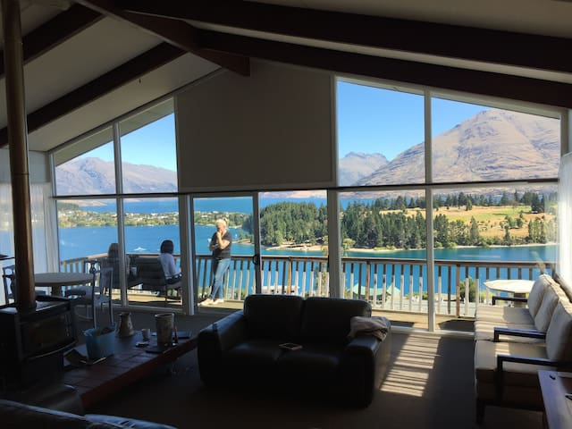 That View! 3 brm Sunny & Spacious - Queenstown - Appartement