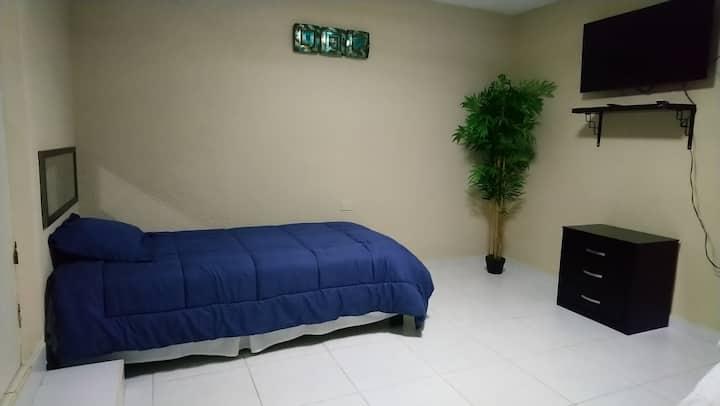 Cerca consulado. Habitación ideal para tu descanso