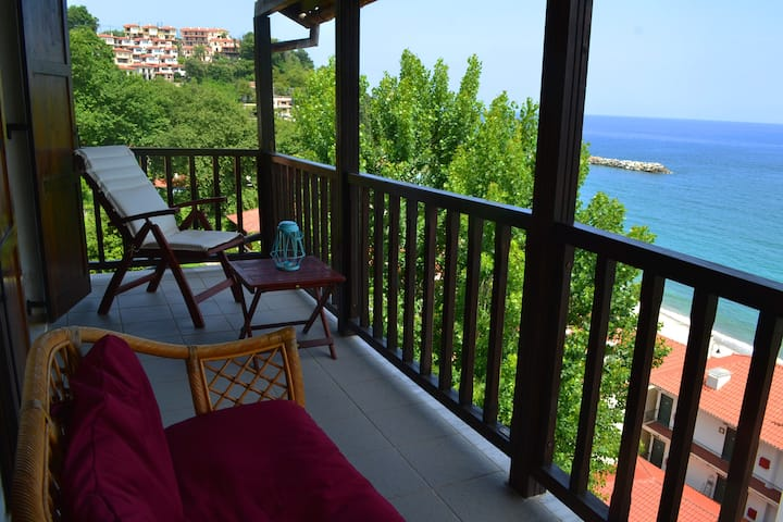 Olia Apartment with an infinite view of the Aegean