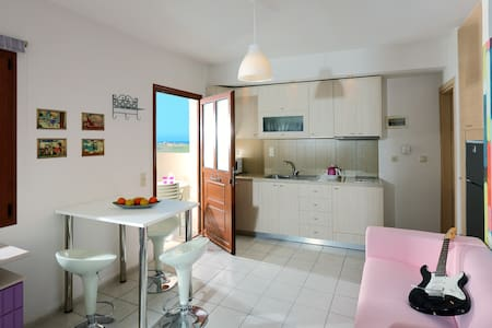 Charming retro studio with shared pool and view - heraklion
