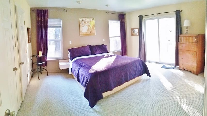 Sleeps 4 easily sep. entrance priv. master suite