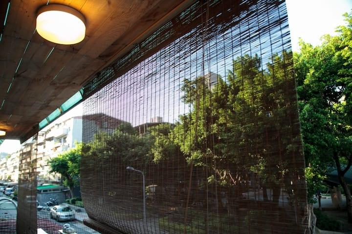 City Hall Stn. 300m / Yongji C 市政府捷運站300公尺/永吉林居C