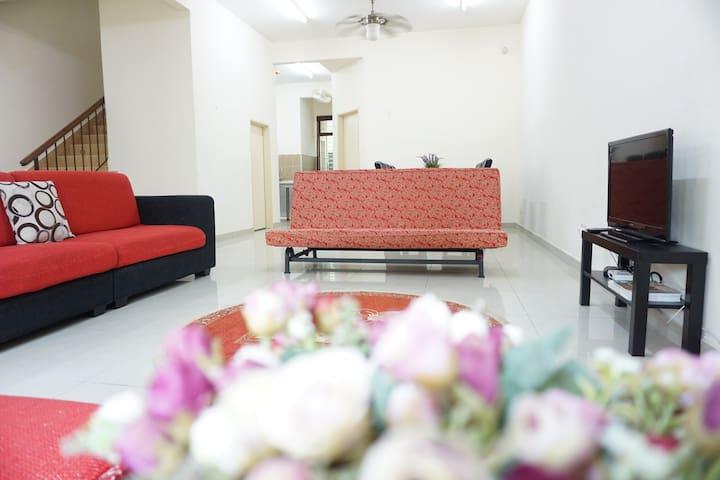 Warisan Indah Homestay near KLIA Sepang - Sepang - Rumah