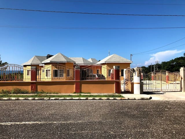 2 Bedroom in Villa across from Bluefields Beach