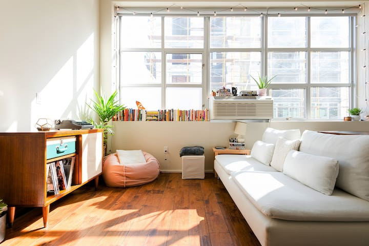 Bright SoMa Loft Perfect for Entertaining