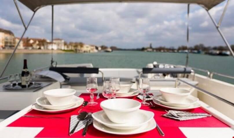 Fantastic Private Seeleys Cruise on Horizon