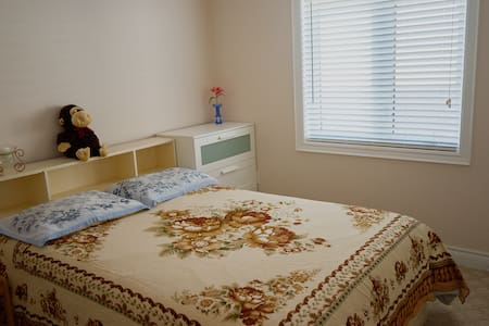 cozy bedroom with private ensuite bathroom - Vaughan - Ev