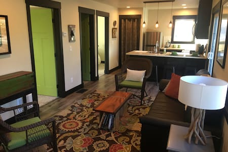 Private Cozy 2-Bedroom Downtown Retreat - Colorado Springs - Dom