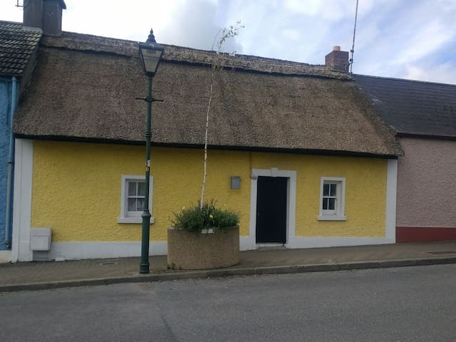 Spacious Thatched cottage in seaside village