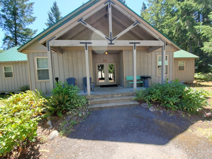 McKenzie River Rental Bruce Oneil Room #3