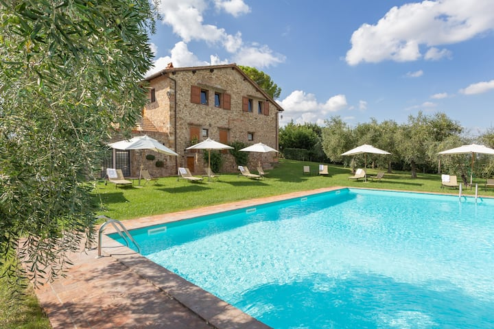 Two bedroom apartment for 6 in the Tuscany hills