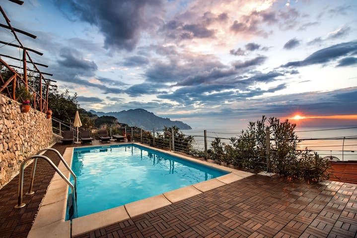 Villa Gioiello -  Sea view pool with chromotherapy