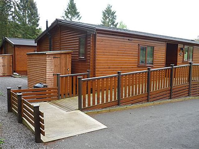 14 Astbury disabled holiday access hoist wetroom - Shropshire - Cabana