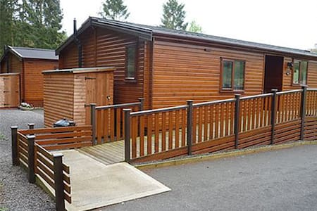 14 Astbury disabled holiday access hoist wetroom - Shropshire - Blockhütte