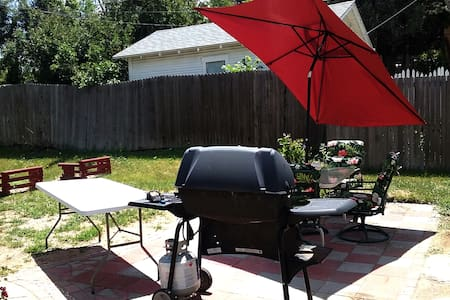 2BR House;  PRIVATE Yard/BBQ, Big Patio, 420 :-) - Englewood