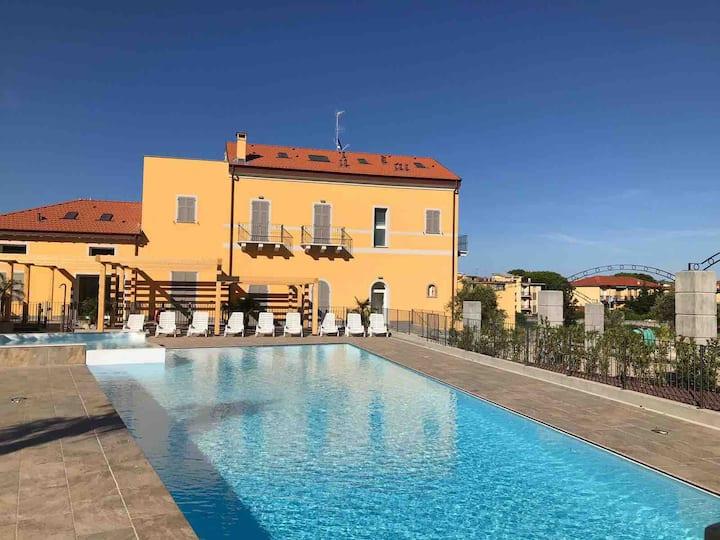Trilocale in residence 6 posti letto con piscina