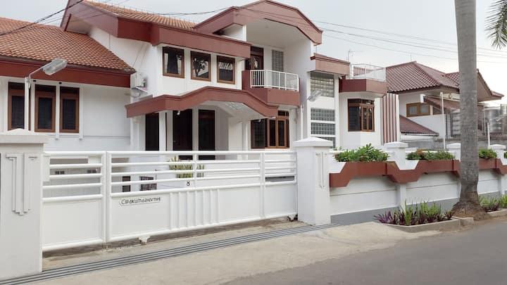 Villa Cipaku 8. Villa nyaman Bandung Utara Lembang