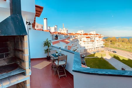 OEIRAS BEACH APARTMENT with outstanding View