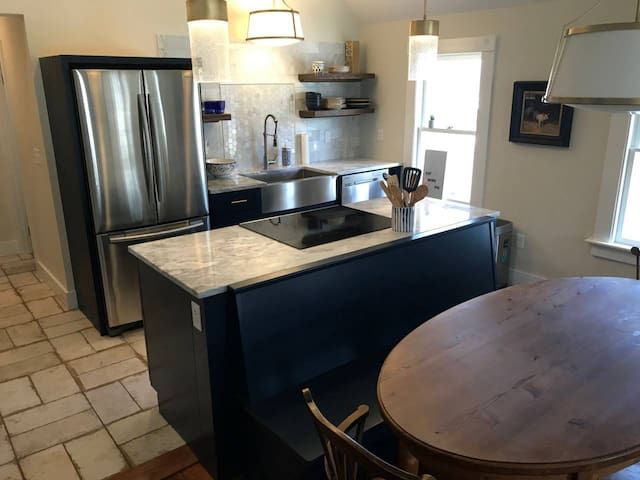 Luxury Apartment in Downtown Salisbury!! B