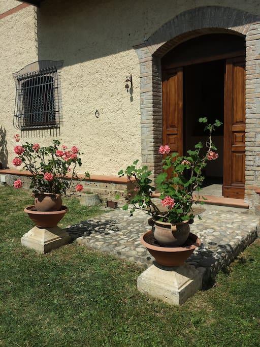 Casale porta ingresso primo piano