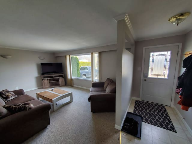 Half Duplex only 4 minutes from Kamloops airport.