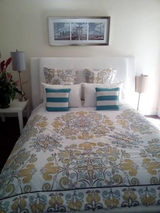 FIRST BEDROOM QUEEN SIZE BED