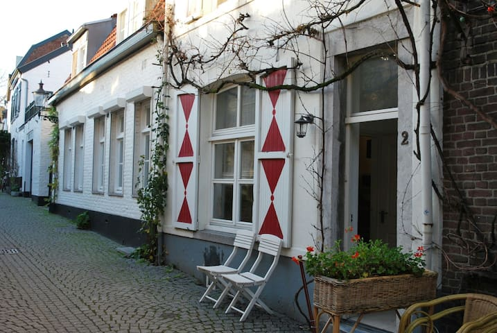 Pied a Terre in city centre with whirlpool - Maastricht - House