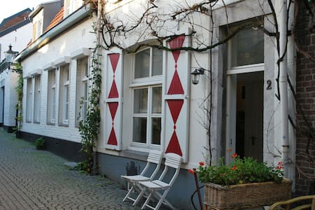 Pied a Terre in city centre with basementwhirlpool - Maastricht - Dom