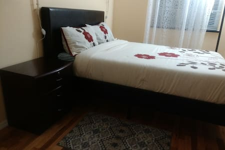 Executive private bedroom - Brooklyn - House