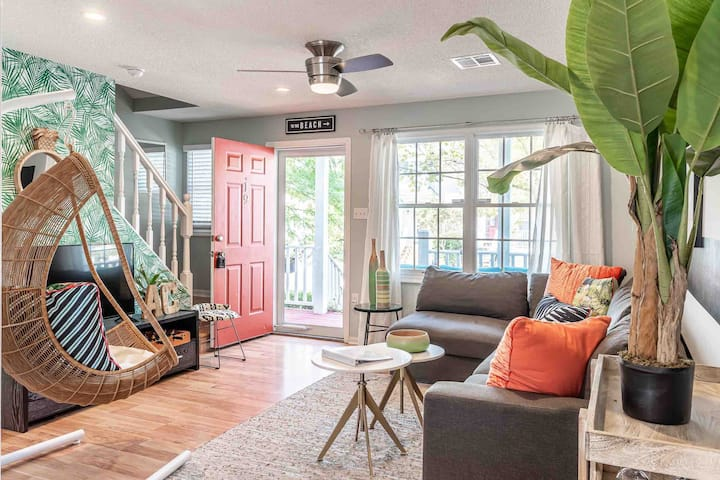 NotABasicPlayce: Designer home 1 block from beach!