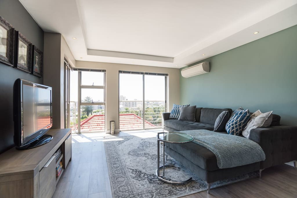 Modern & Stylish Flat in Beautiful Sea Point - Serviced