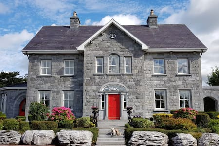 Fanore House (family room C) , Oranmore