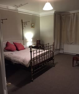 Double room in period property - Bury - Ev