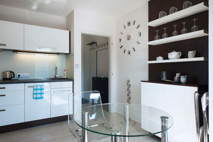 NEW/ FURNISHED/ 6 MINUTES TO CENTER - Praga - Apartament