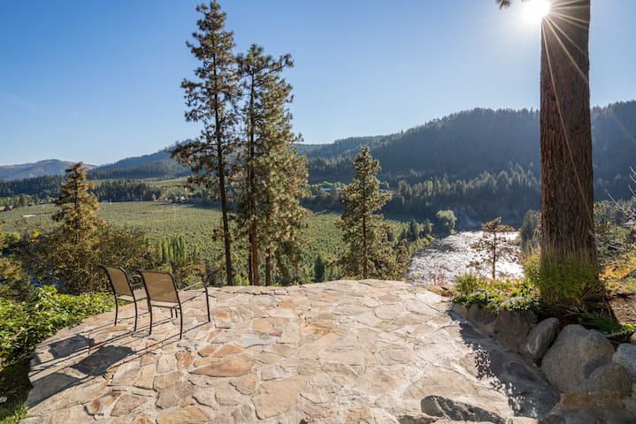 "Towering, stunning ""promontory views"" overlooking winding river and valley"