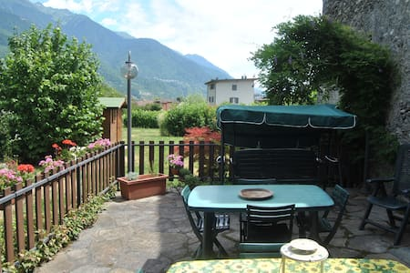 Stanza matrimoniale in Valtellina