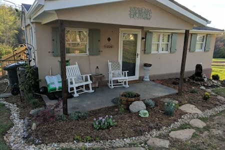 Black Dog Cottage - A Pet Friendly Place