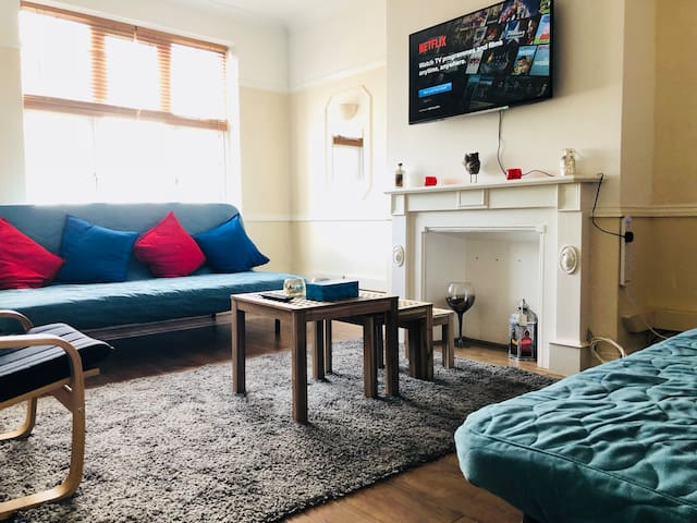 Redecorated Flat with Seaview up to 6 people