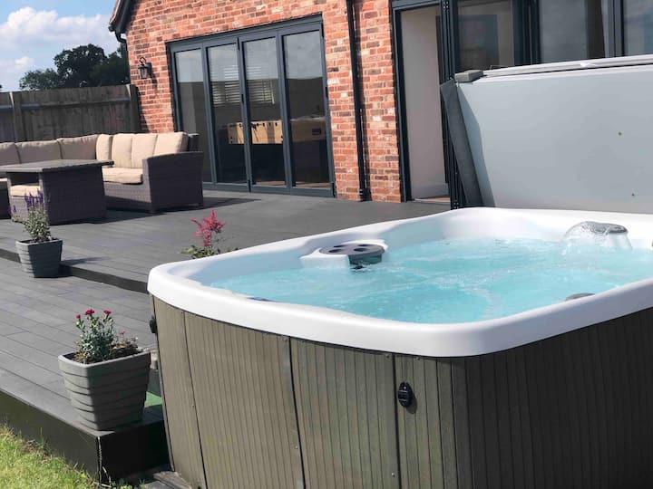 New Barn Conversion with Hot Tub & Beautiful Views