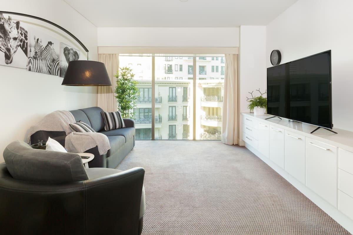 Airy, Monochrome Apartment on St Kilda Road