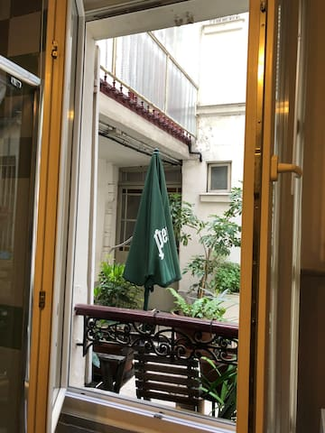 Montmartre lovely comfy cozy small studio & price