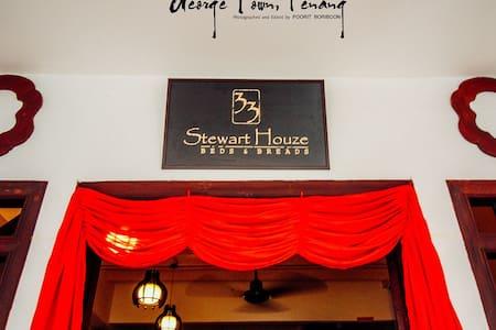 Thirty Three Stewart Houze Suite - George Town